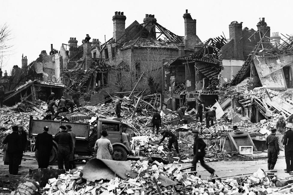 Raketni napadi V2 na London otpočeli su 8. septembra 1944. godine