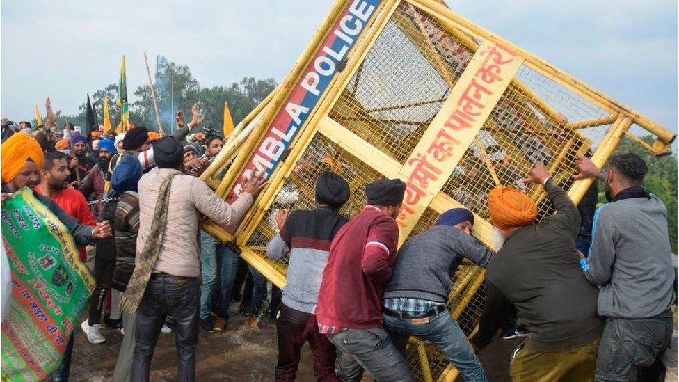 Agricultores de India: la imagen viral que define una protesta - BBC News