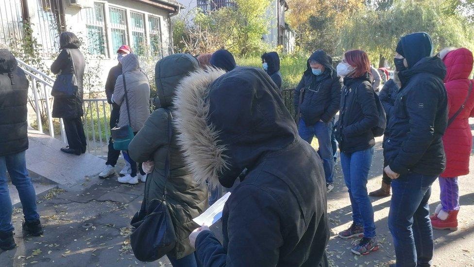 Redovi ispred Kovid ambulante u Zemunu, novembar 2020.