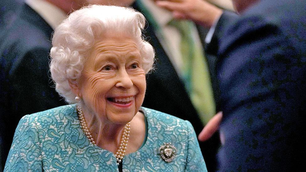 Королева отменила визит в Северную Ирландию по рекомендации врача