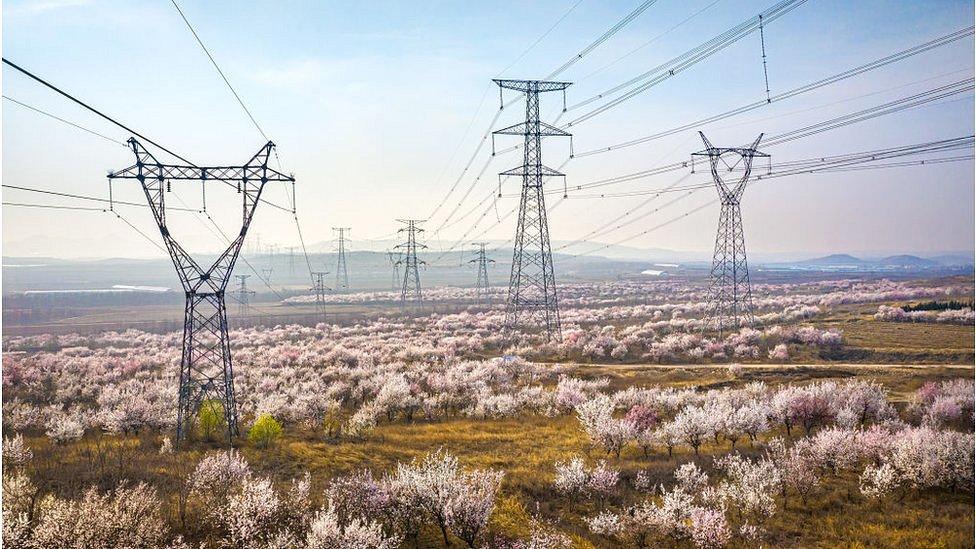 В Китае масштабные отключения электричества. Людей просят не включать микроволновки и бойлеры