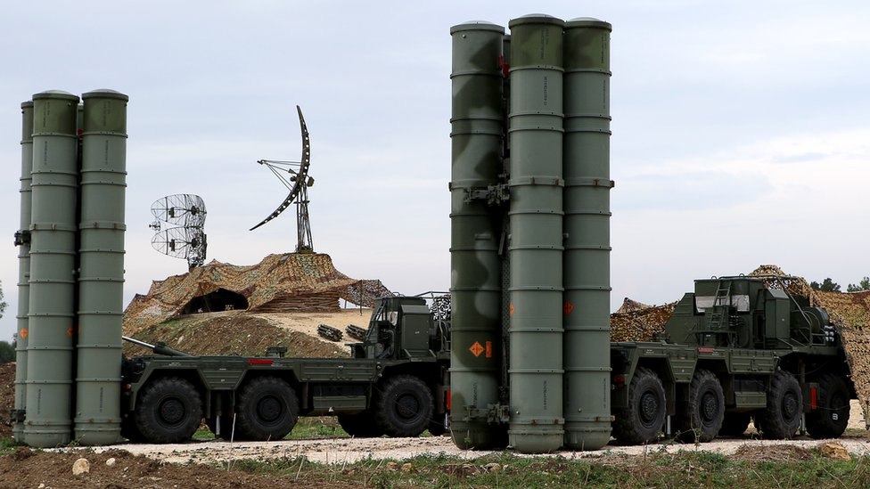 The S-400 surface-to-air missile system at Hmeimim airbase in Syrian province of Latakia (16 Dec 2015)