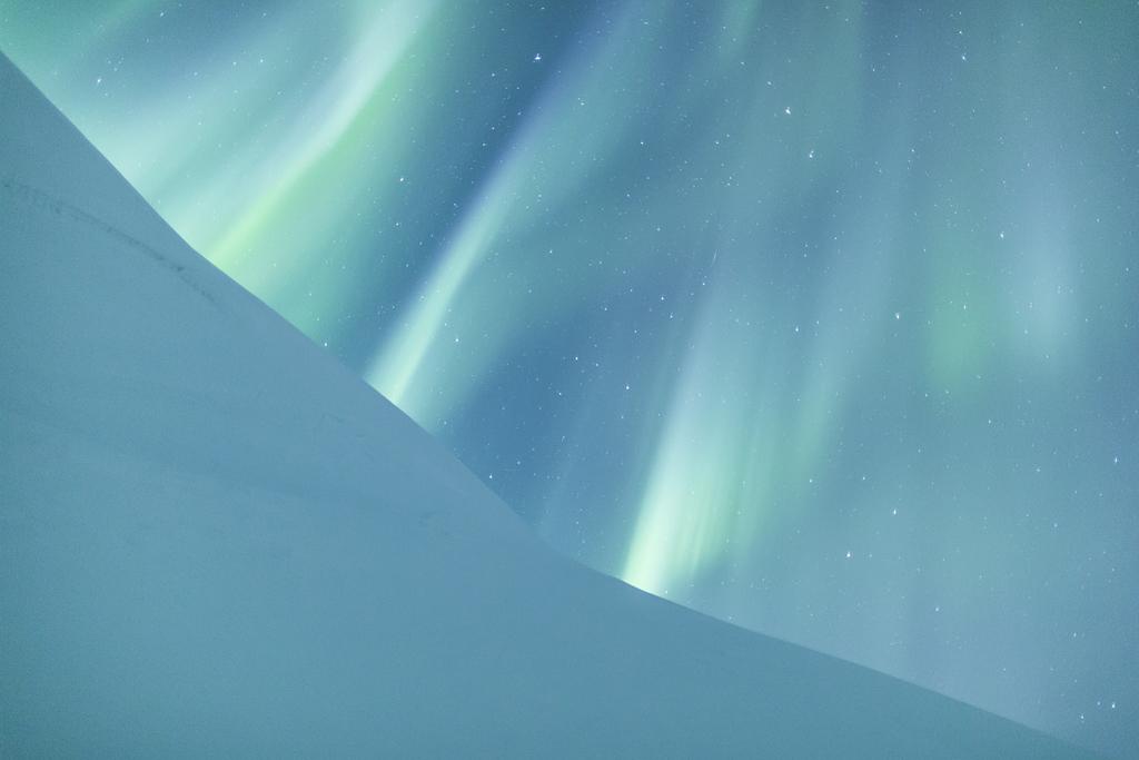 Silk Skies - Abisko National Park, Lapland, Sweden - by Jamen Percy (Aurorae, Winner)