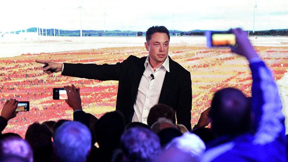 Se espera un comunicado oficial de Tesla, con los detalles del nuevo plan que su director ejecutivo, Elon Musk, ya comentó vía Twitter.