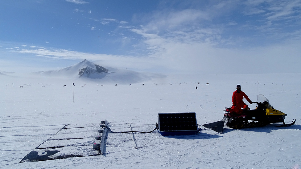 Snowmobile and detector array