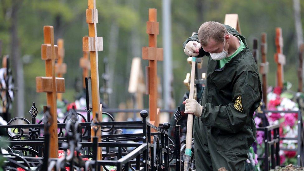 Росстат: в июне в России умерло почти 12 тысяч человек с Covid-19