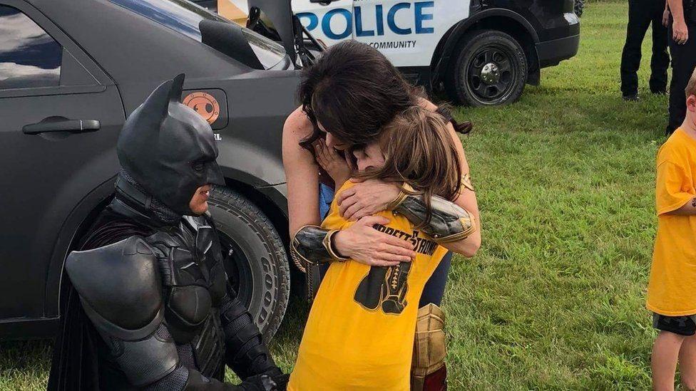 باتمان وطفلة
