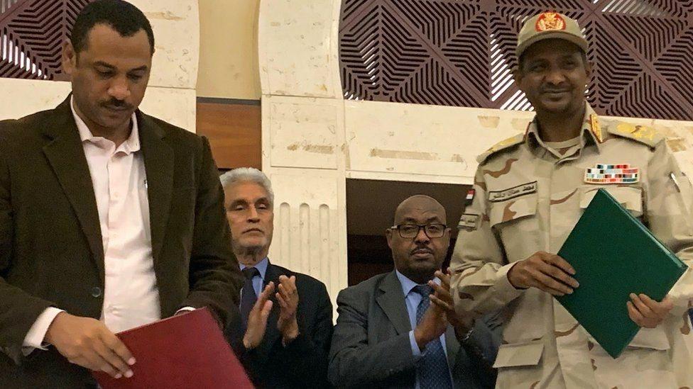 المجلس العسكري الحاكم في السودان يتوصل إلى اتفاق لتقاسم السلطة مع المعارضة