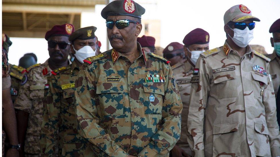 المكون العسكري في مجلس السيادة الحاكم في السودان يواجه اتهامات من قبل المدنيين بالسعي للانفراد بالسلطة