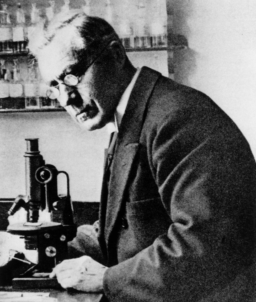 Martinus Beijerinck en su laboratorio