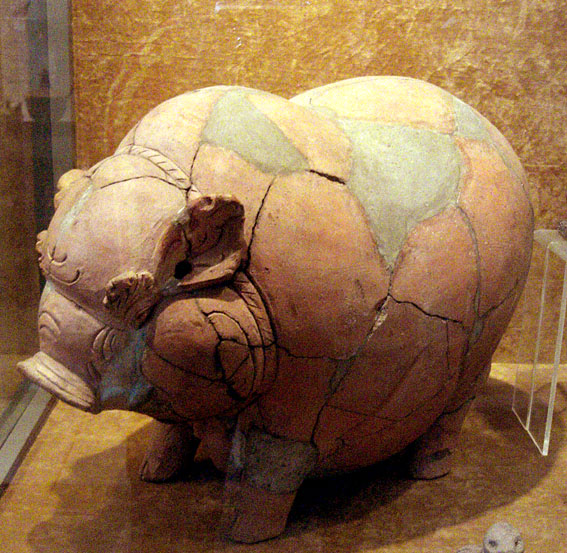 Cerdo de terracota hecho en Indonesia entre los siglos XIV y XV.