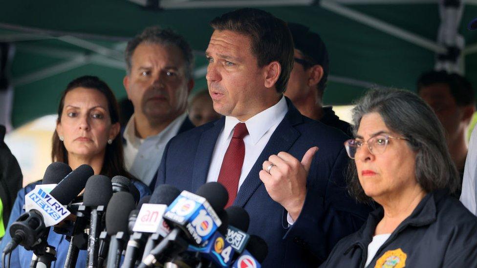 EL gobernador de Florida, Ron DeSantis, y la alcaldesa de Miami-Dade, Daniella Levine Cava, en rueda de prensa