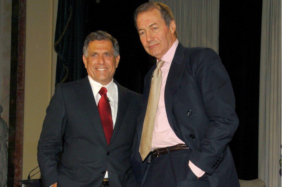 El veterano presentador de CBS Charlie Rose (der.) con Les Moonves