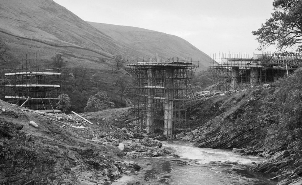 The Roger Howe Bridge over the River Lune being built for the rerouted A685 during the construction of the M6 through the Lune Gorge. Picture from October 1968.