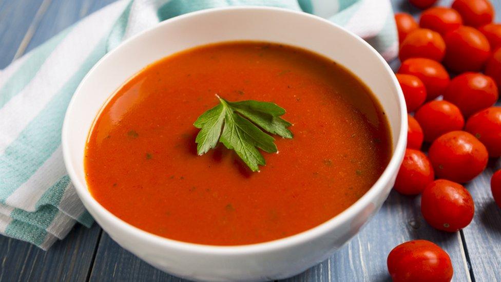 Sopa de tomate.