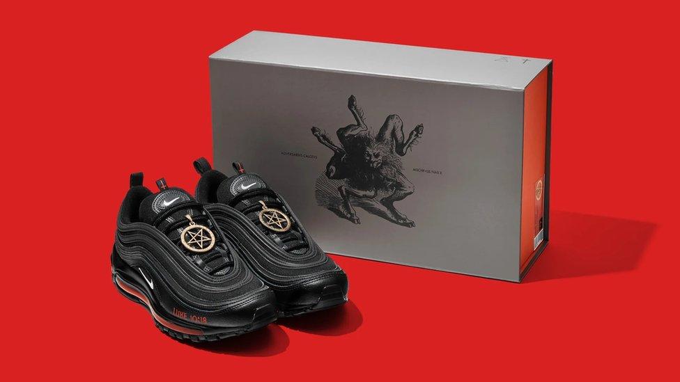 Las zapatillas de Satán