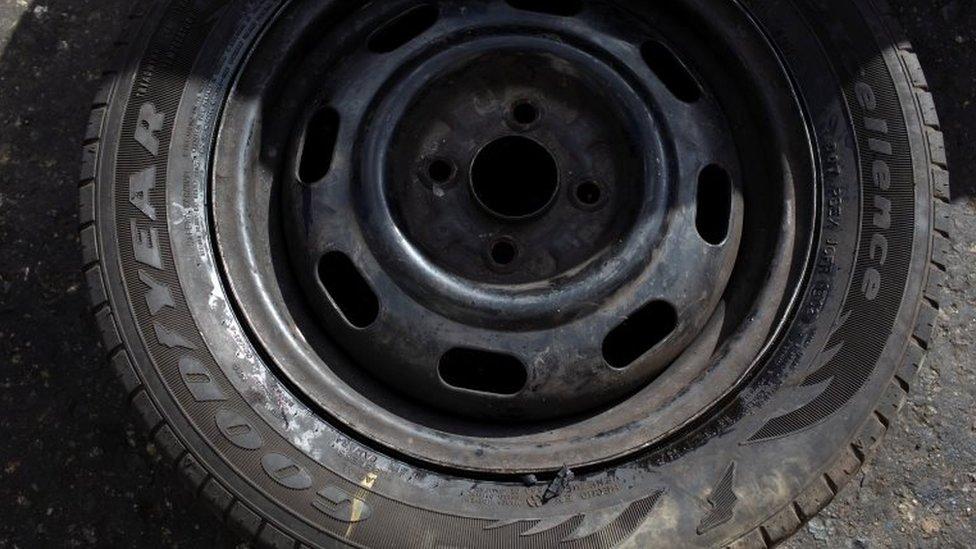 Un neumático Goodyear en un taller en Caracas, Venezuela. Foto: 10 de diciembre de 2018.