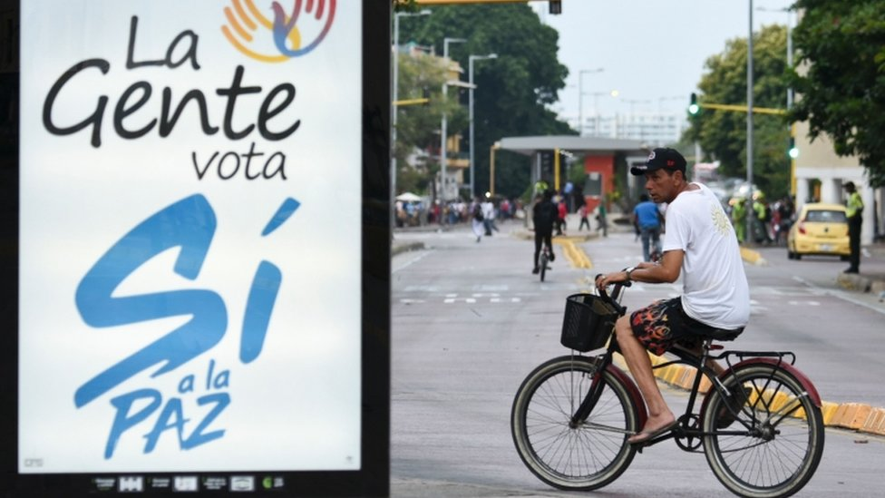 """""""The people vote yes to peace,"""" reads an sign in Cartagena, 25 Sep 2016"""