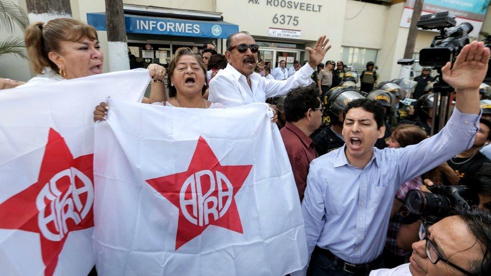 Garsijine pristalice ispred bolnice u Limi