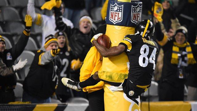 Antonio Brown celebrates touchdown