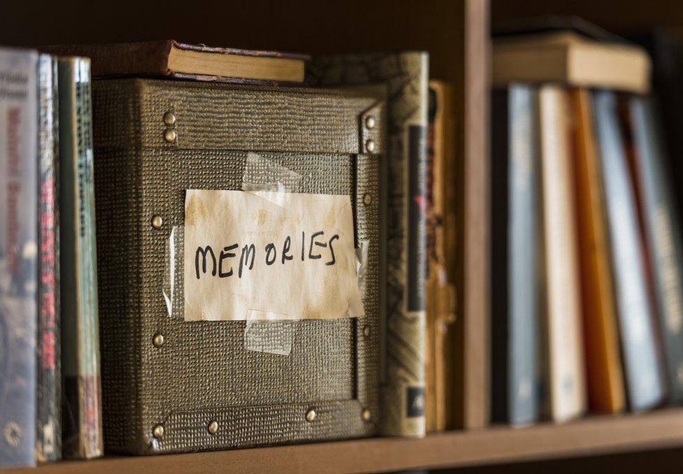 書架上的「回憶盒子」