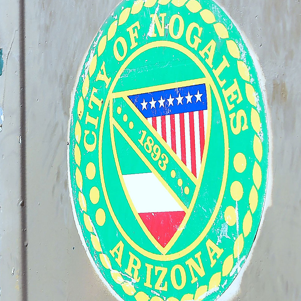 Shield of Nogales with the flag of USA and Mexico