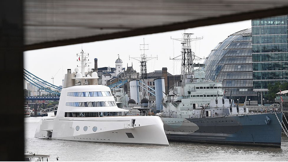 """""""Motor Yacht A"""", en el Támesis, en Londres, en 2017."""