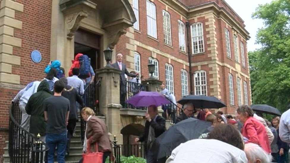 Crowd at blue plaque unveiling at Sir William Dunn School of Pathology
