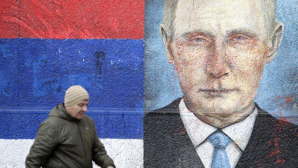 Як Сербія готує пишний прийом Путіну на тлі масових протестів