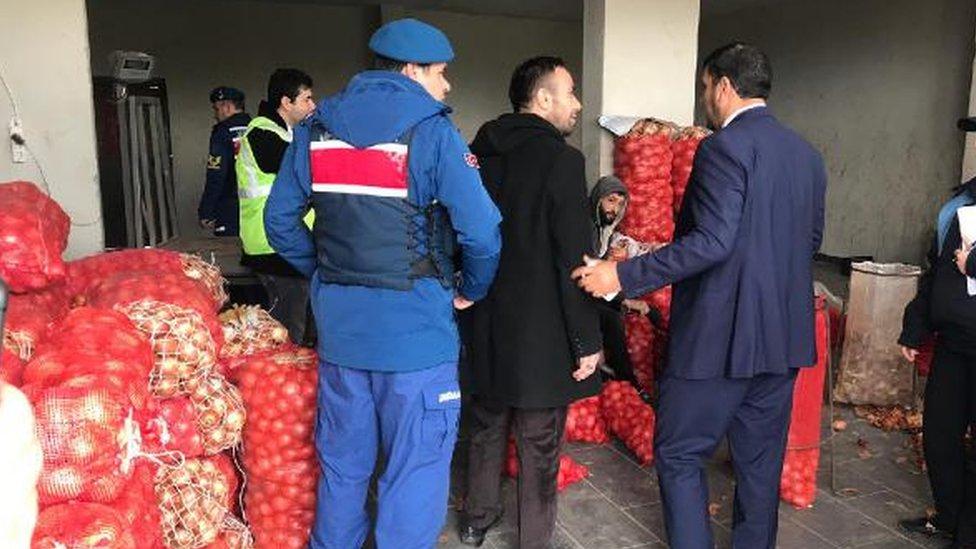 2019'daki yerel seçimler öncesinde soğan fiyatlarının yükselmesi üzerine jandarmalar soğan depolarına baskınlar düzenlemişti