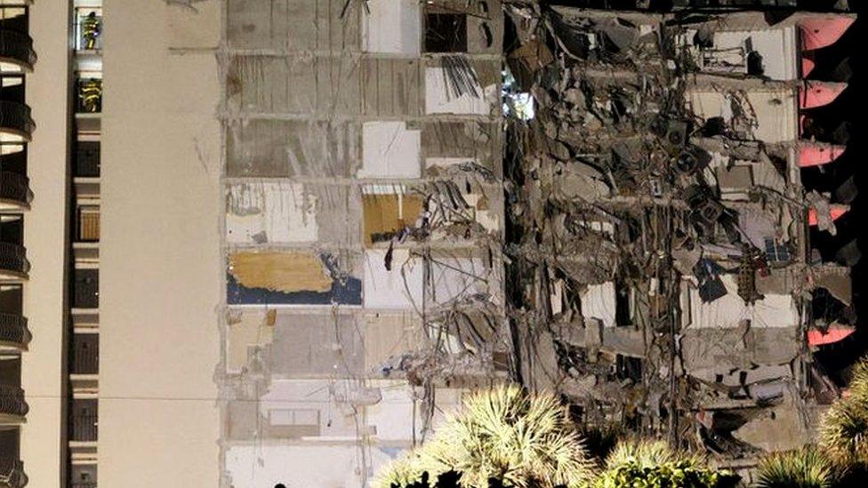 В Майами обрушилось 12-этажное здание. 159 человек числятся пропавшими