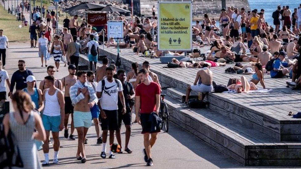 Ülkede hava sıcaklığının artmasıyla halktan sosyal mesafe uygulamasına özen gösterilmesi istendi.