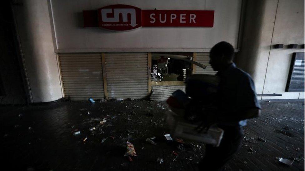 Tienda saqueada en Caracas.