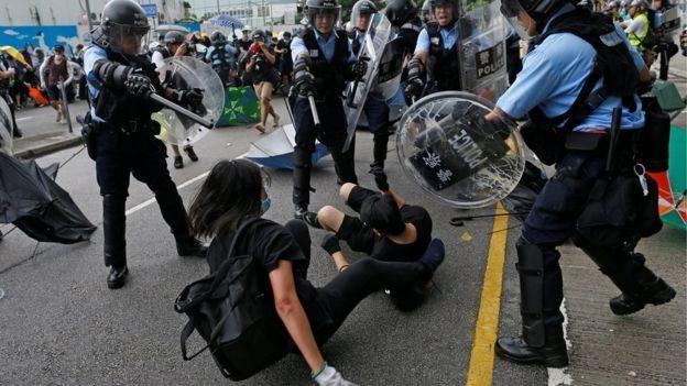 Bentrok polisi dan pengunjuk rasa di Hong Kong diperkirakan terus berlangsung.