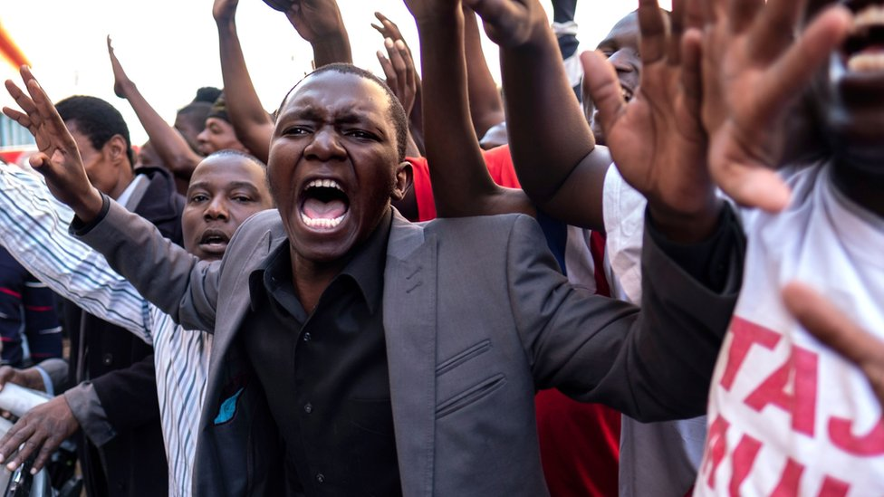 Supporters of opposition candidate Nelson Chamisa