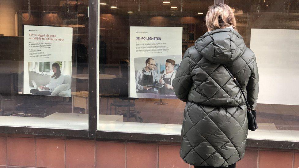 إحدى الباحثات عن وظيفة في السويد