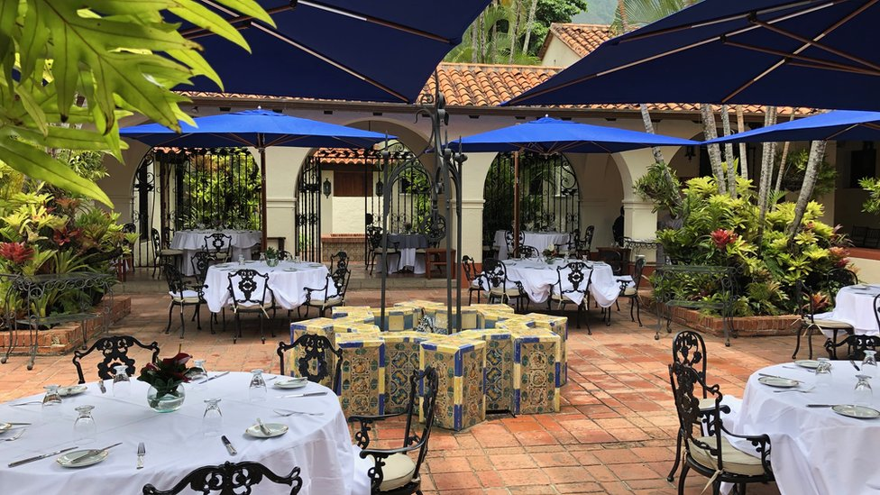 Foto de uno de los restaurantes del Caracas Country Club.