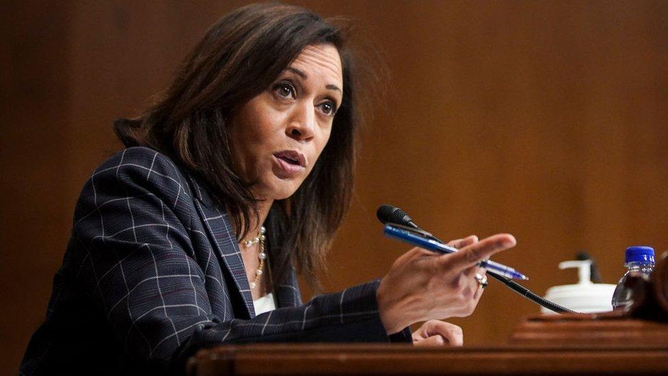 Senadora Kamala Harris.