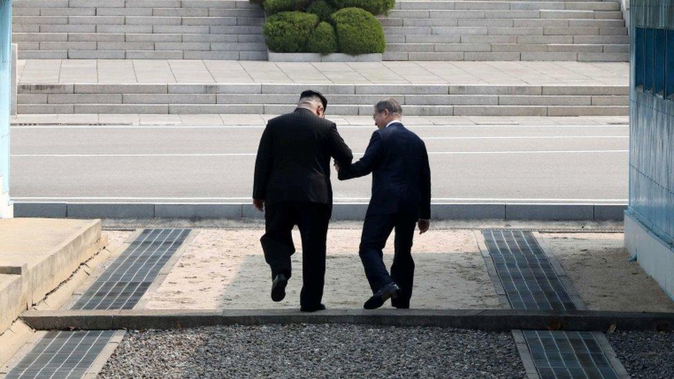 Kim y Moon en la frontera