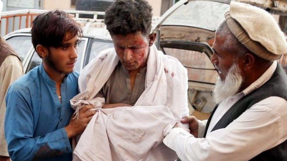 अफ़ग़ानिस्तान: जुमे की नमाज़ के दौरान बम धमाका, 62 लोगों की मौत