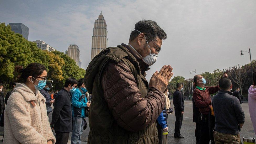 Коронавирус в мире: в Китае траур, Трамп отказался от маски