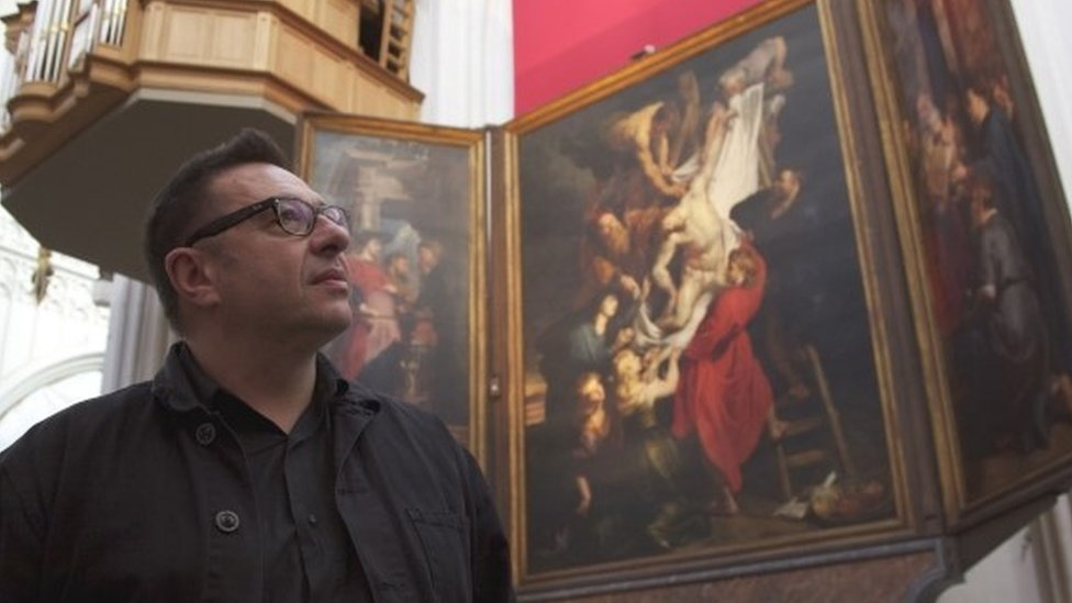 Man in front of Ruben's Descent from the Cross