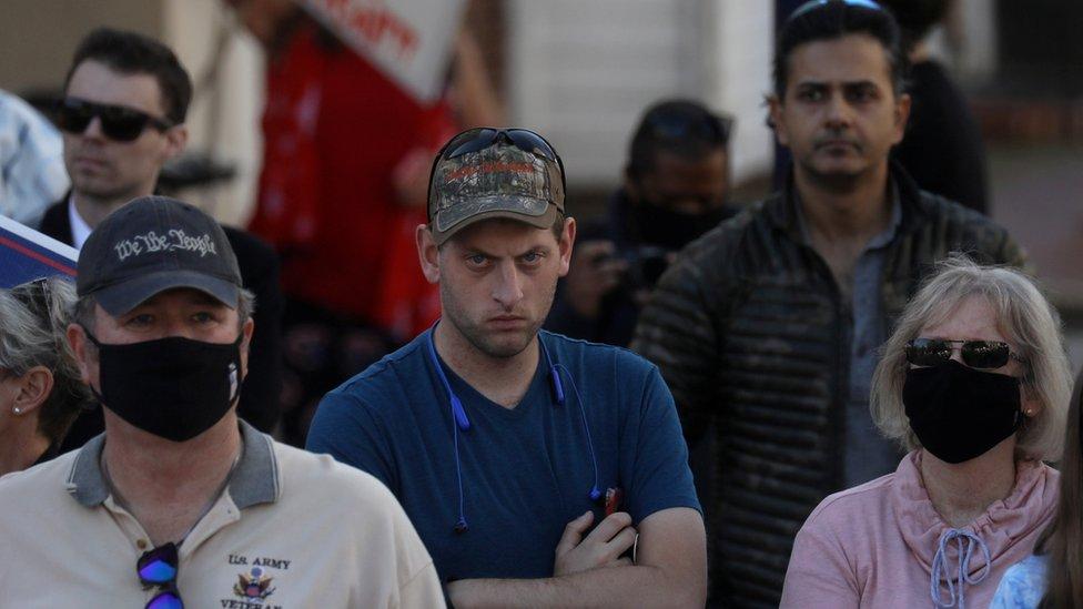Un grupo de partidarios del presidente Donald Trump