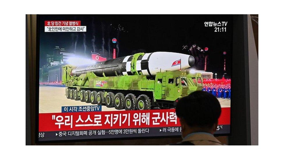 Misil de Corea del Norte desplegado durante un desfile en octubre de 2020