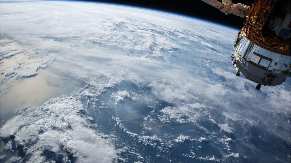 Як 10 років запускати супутник за $300 млн і не запустити. Інструкція від України