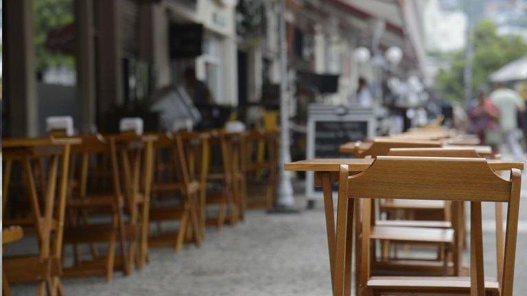 'Reabrir significa suicídio, falência': os donos de bares e restaurantes que decidiram continuar fechados