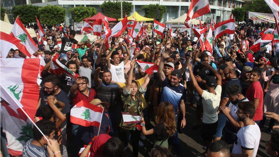 احتجاجات لبنان لم ترفع غير العلم اللبناني