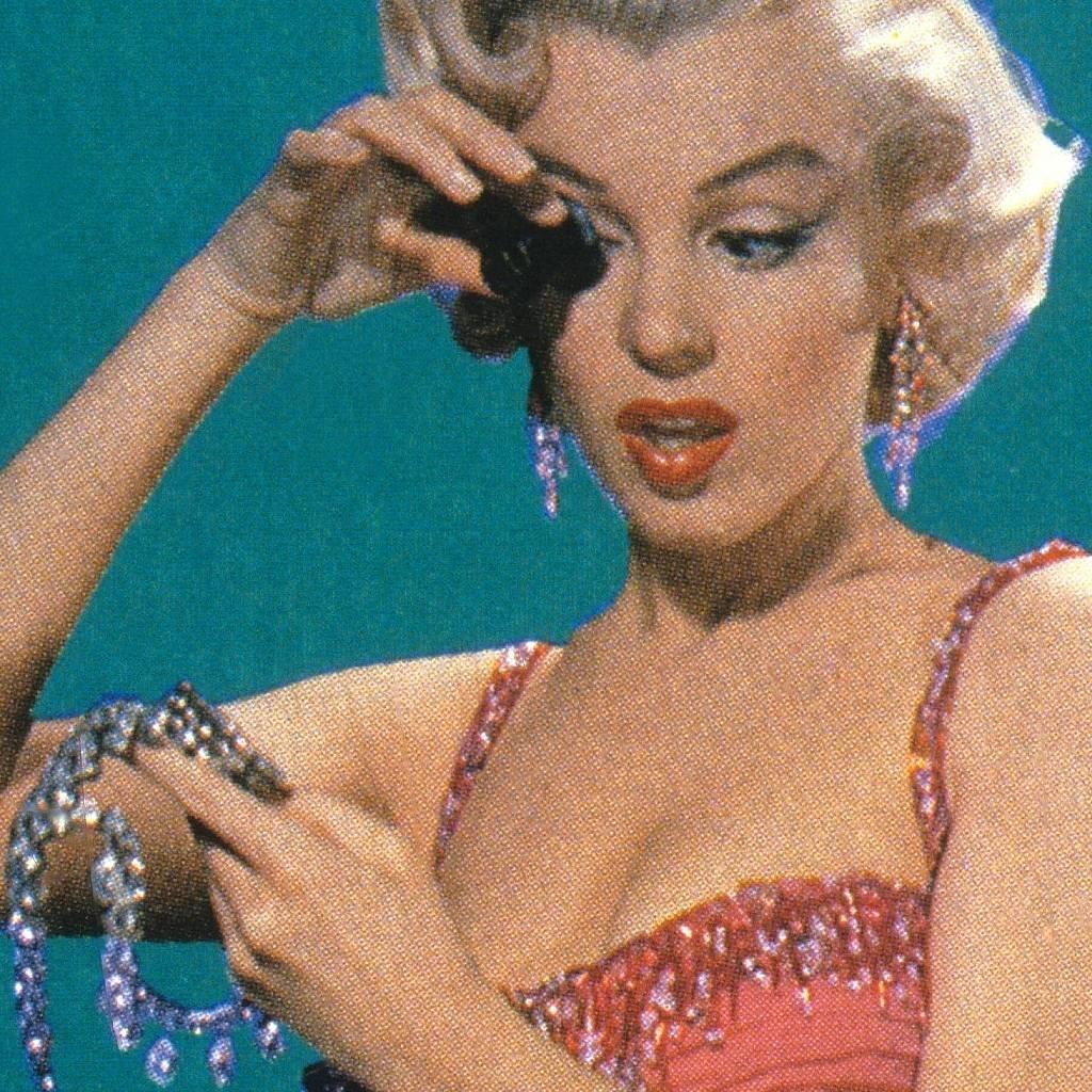La actriz estadounidense Marilyn Monroe (1926-1962), interpretando el papel de Lorelei Lee, en una escena del film 'Los caballeros las prefieren rubias', dirigida por Howard Hawks, 1953.