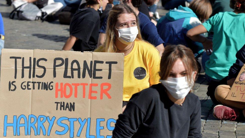 Protesta juvenil contra e cambio climático.