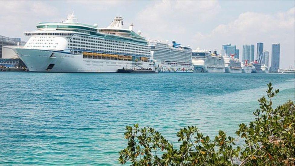 La industria de cruceros suspenció sus operaciones a mediados de marzo debido a la pandemia de coronavirus